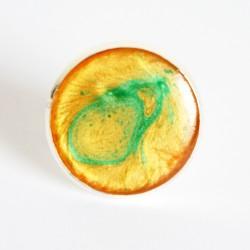 Grande bague jaune / orange et verte en peinture et résine - Bijou ajustable