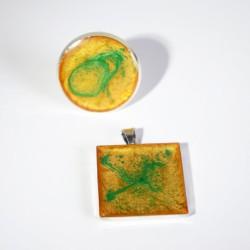 Parure bague et pendentif jaune / orange et verte en peinture et résine