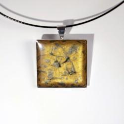 Pendentif carré doré et argenté en peinture et résine