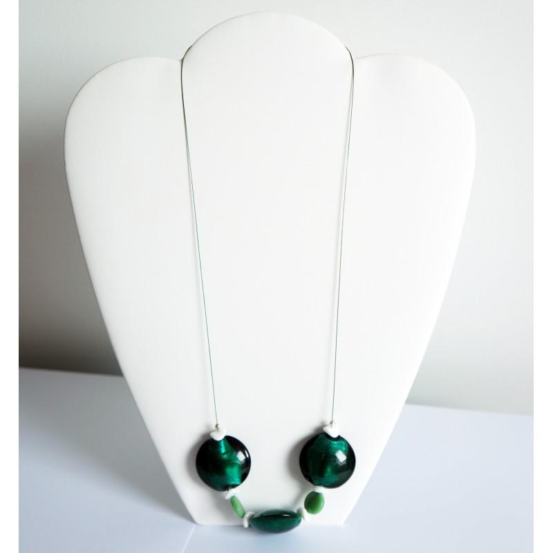 Collier mi-long vert en perles en verre