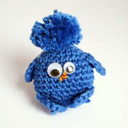 Amigurumi petit oiseau bleu foncé