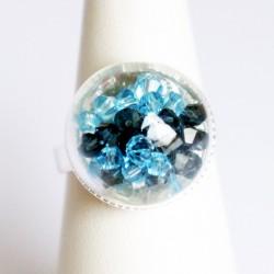 Bague dôme en verre avec perles en cristal bleues
