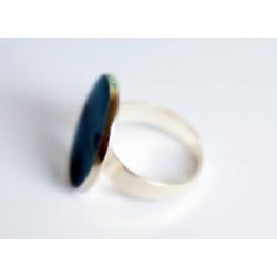 Bague ronde et bleue en peinture et résine
