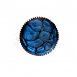 Petite bague ronde et bleue marine en peinture et résine
