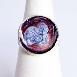 Petite bague ronde, violette et rouge en peinture et résine