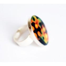 Bague ovale noire, jaune, orange et verte