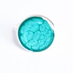 Petite bague turquoise à écailles en peinture et résine