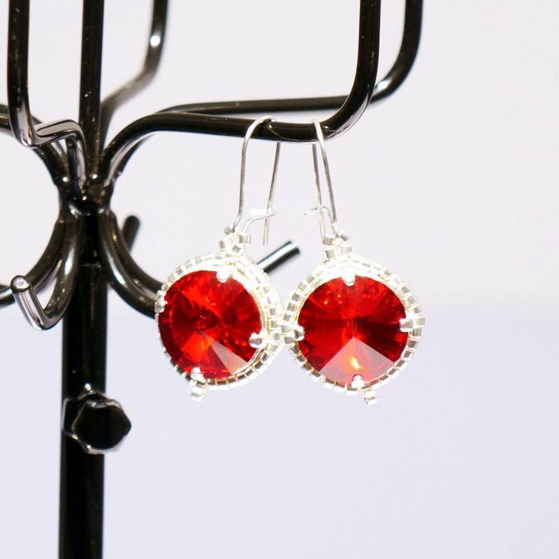 Boucles d'oreilles fantaisie rouges et argentées en cristal de Swarovski et délicas
