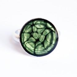 Petite bague verte à écailles en peinture et résine