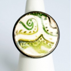 White, green and bronze ring