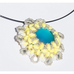 Pendentif baroque jaune, bleu, blanc et argent en perles