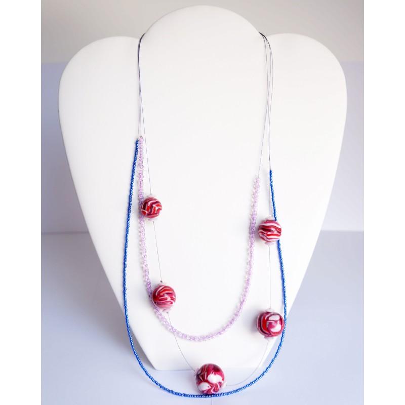 Collier mi-long rose et bleu avec perles réalisées à la main