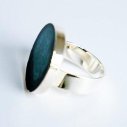 Bague turquoise et noire en peinture et résine