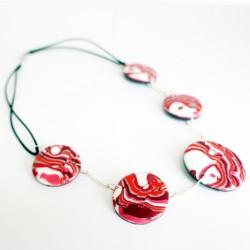 Collier rose et blanc avec perles plates faites à la main