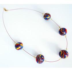 Collier aux couleurs vives et colorées