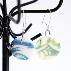 Boucles d'oreilles vertes et blanches de forme ronde