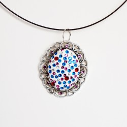 Vintage-style oval pendant with multi-colored diamantes