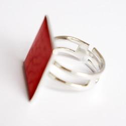 Bague rouge, réglable et carrée