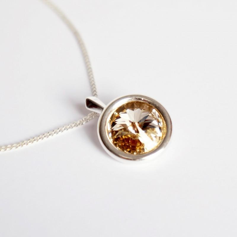 Pendentif beige et rond en cristal de Swarovski avec sa chaîne en argent