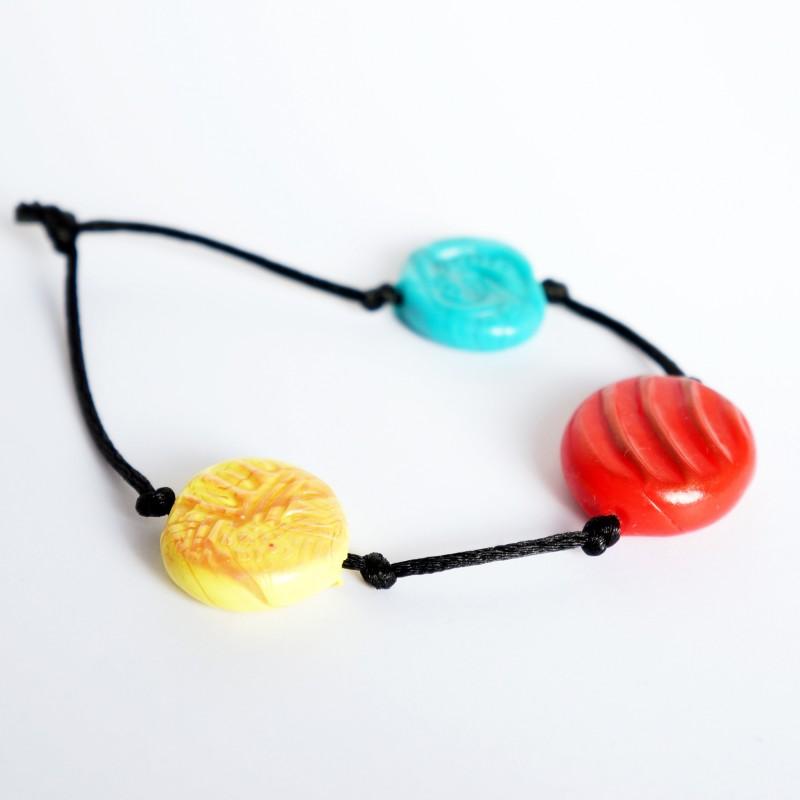 Bracelet multicolore avec perles réalisées à la main