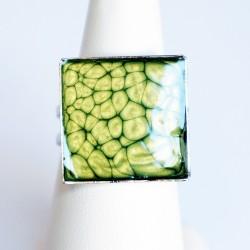 Bague carrée verte à écailles