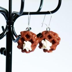 Boucles d'oreilles en gaufres de Liège avec sa crème chantilly