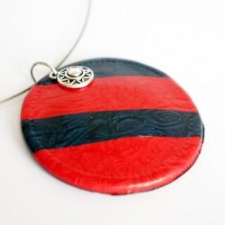 Pendentif rond rouge et bleu marine