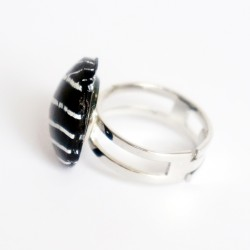 Small ring with white lines