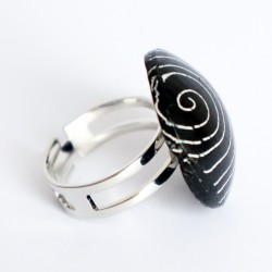 Black ring with white circles