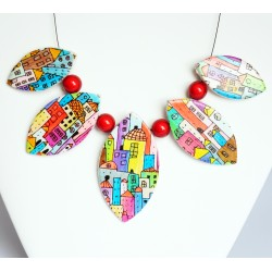 Multicolored necklace with house patterns