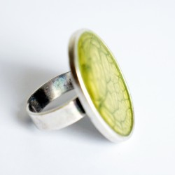 """Green, oval ring with a """"cell"""" effect"""