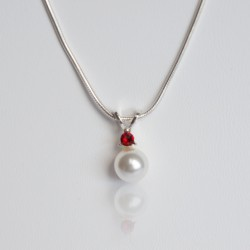 Pendentif perle nacrée blanche et strass rouge