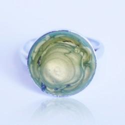 """Petite bague verte avec un effet """"cercles"""""""