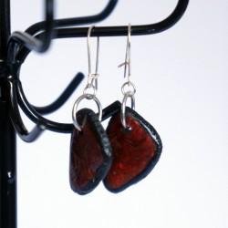 Boucles d'oreilles triangulaires rouges et noires