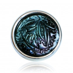 Black ring with metallic reflections