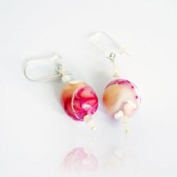 Boucles d'oreilles roses, beige et blanches