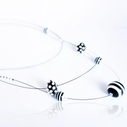 """Collier mi-long """"black and white"""" (noir et blanc) en perles"""