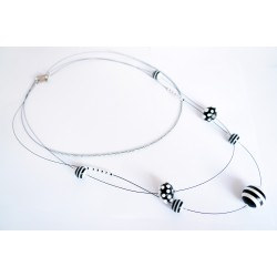 """Mid-length """"black and white"""" bead necklace"""