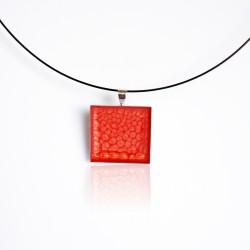 Pendentif carré rouge à écailles