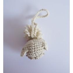 Attache petit chouette avec sa fleur réalisée au crochet