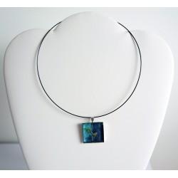 Pendentif carré bleu et turquoise avec une pointe de paillettes dorées