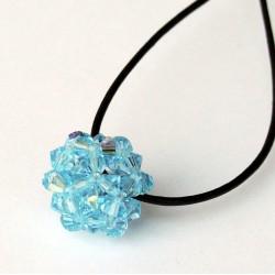 Pendentif boule et bleu en perles de cristal