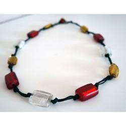 Collier ou sautoir jaune, rouge et blanc en perles en verre
