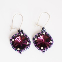 Petites boucles d'oreille rondes violettes en perles de cristal et délicas
