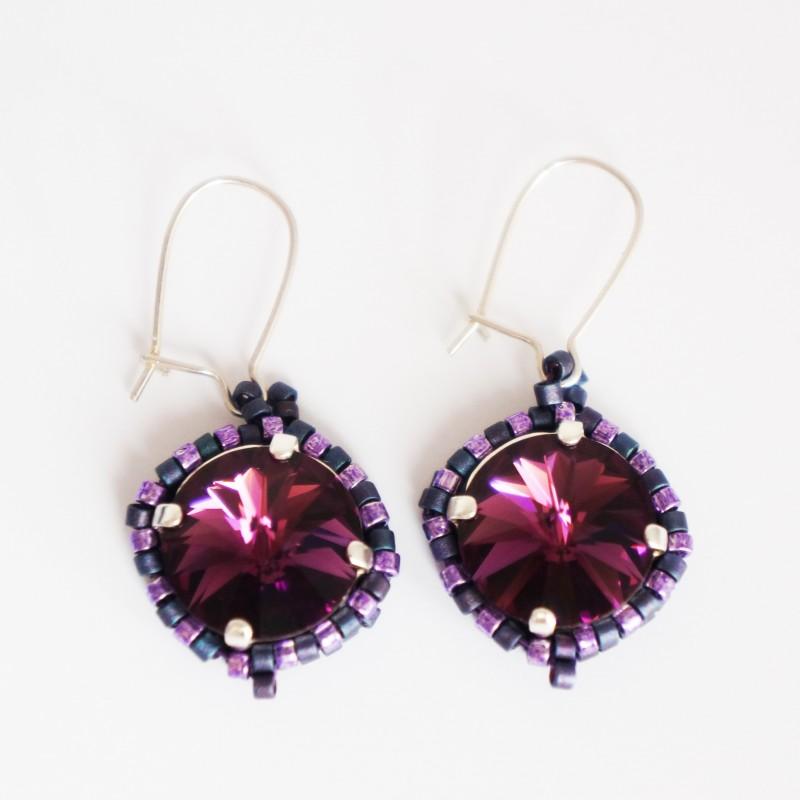 Petites boucles d'oreilles rondes violettes en perles de cristal et délicas