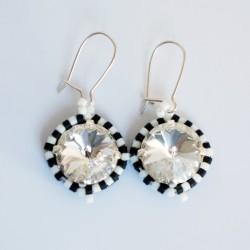 """Petites boucles d'oreille rondes """"noir et blanc"""" en perles de cristal et délicas"""